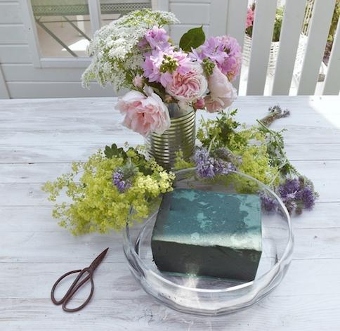 Sommerdeko Diy Blumengesteck In Einer Glasschale
